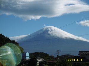 富士山に珍しい笠雲?