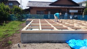 基礎工事、土台作業中