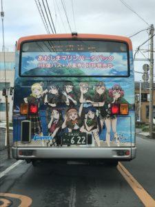 ラブライブサンシャインのキャラクターデザインバス